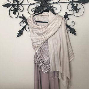 R & M Richards Dresses - 🌞 Beautiful champagne dress
